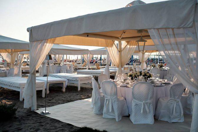 Matrimonio Spiaggia Versilia : Allestimento matrimonio sulla spiaggia twiga discoteca