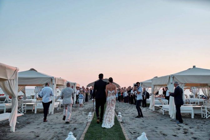 Matrimonio Spiaggia Versilia : Matrimonio spiaggia versilia discoteca forte dei marmi com