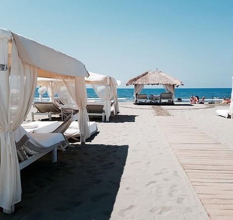 https://www.discotecafortedeimarmi.com/wp-content/uploads/2017/04/twiga-beach-spiaggia.jpg