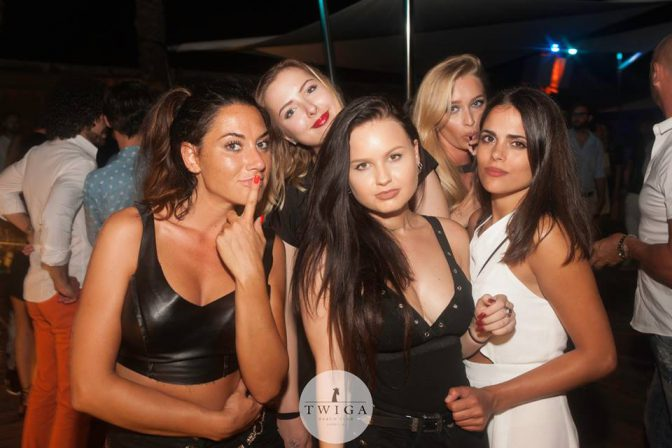 discoteca twiga ragazze in versilia