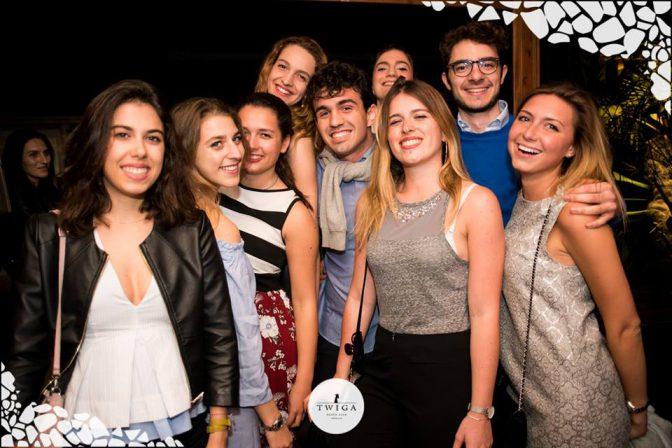 gruppo di amici foto discoteca twiga