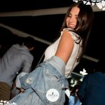ragazza balla in discoteca foto twiga beach club