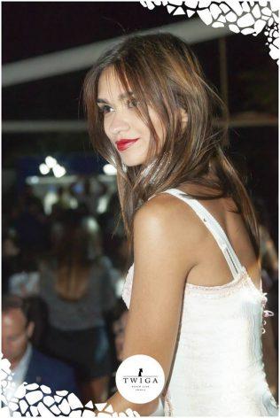 bella ragazza in versilia al Twiga Marina di Pietrasanta