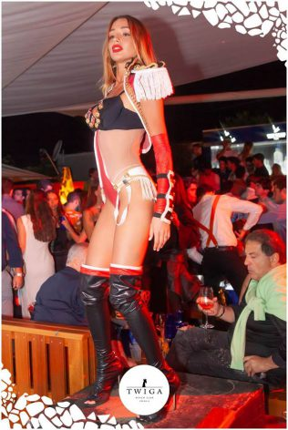 belle ragazze in discoteca