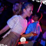 ragazza balla foto dope night twiga