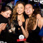 ragazze si divertono nella discoteca più esclusiva d'italia