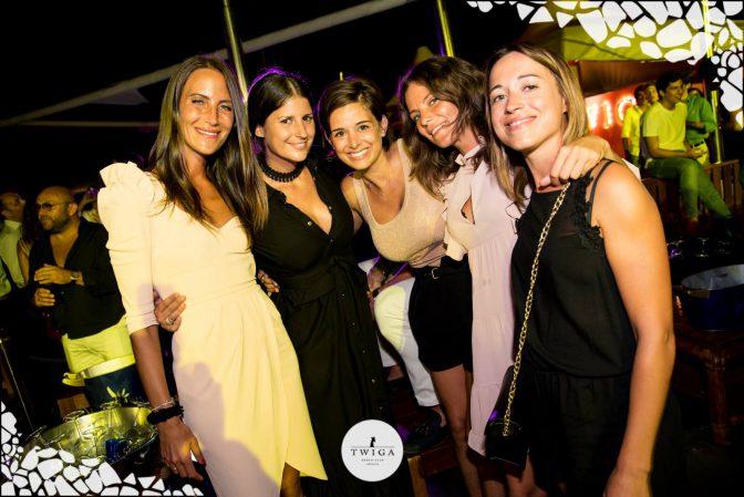 amiche in discoteca foto discoteca twiga beach
