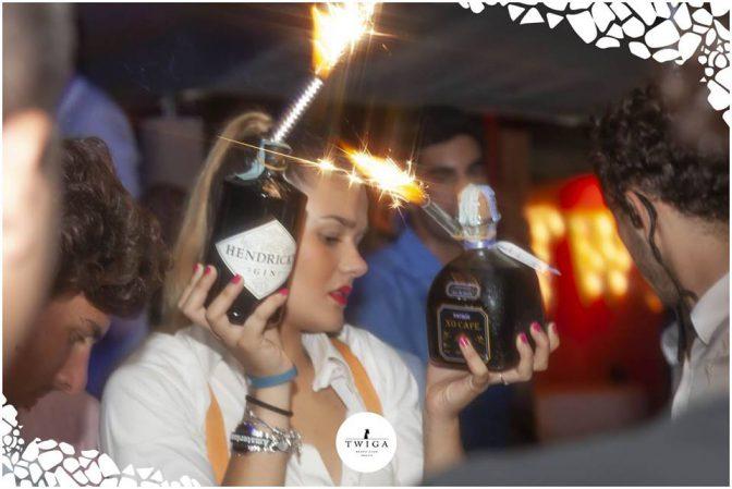 cameriera nella discoteca top d'italia
