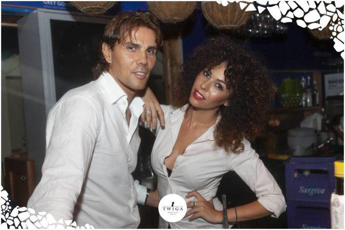 camicia bianca in discoteca