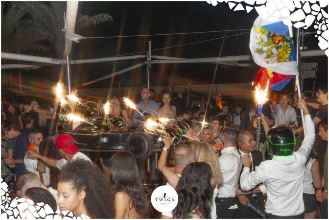 come arrivano le bottiglie al tavolo nella discoteca più esclusiva d'italia