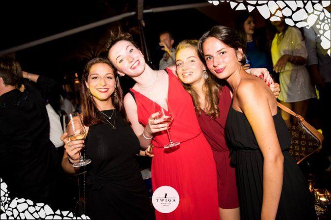 discoteca con ragazze in versilia