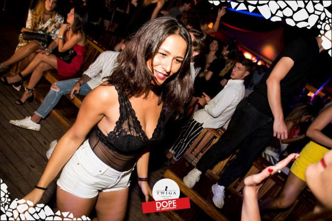 ragazza in discoteca