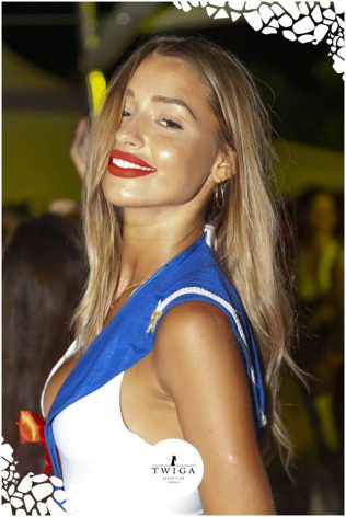 bella ragazza nella discoteca più figa d'italia